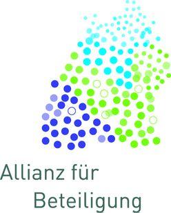 """Das Logo zeigt viele Punkte in den Farben blau, grün und lila, die die Umrisse des Bundeslandes Baden-Württemberg füllen. Darunter der Schriftzug """"Allianz für Beteiligung"""""""