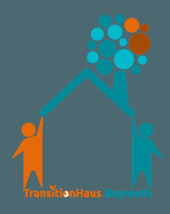 Logo des TransitionHaus Bayreuth e.V.. Zwei Personen stützen ein Hausdach, darauf blüht ein Baum.