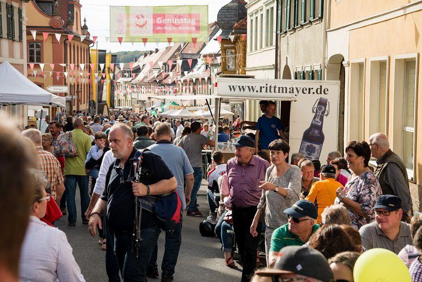Besucher*innen in der Bamberger Innenstadt während der Genusstage