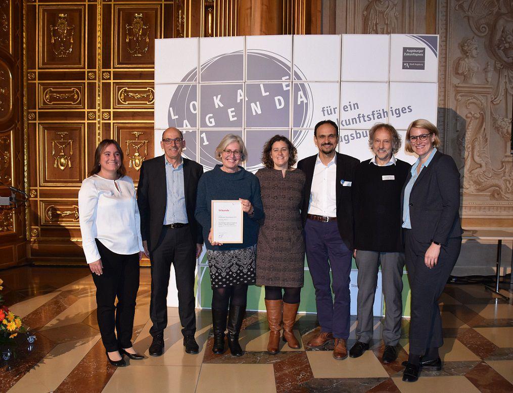 Das Team vom Lifeguide Augsburg freut sich über den Augsburger Zukunftspreis 2019.