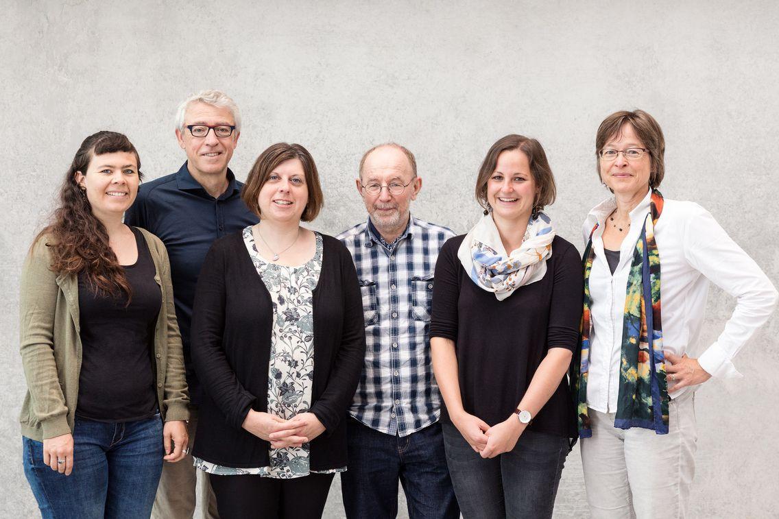 Das sechsköpfige RENN.süd-Team posiert für ein Gruppenbild.