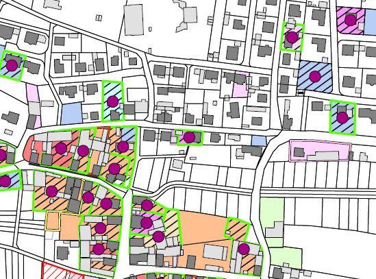 Es liegt ein Plan eines Ortes vor. Es sind die Gebäude und Baulücken farbig markiert, die es zu aktivieren gilt.