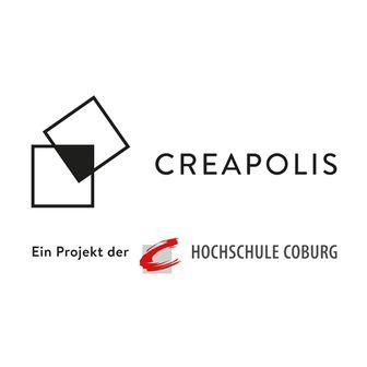 """Das Logo des CREAPOLIS Coburg zeigt zwei sich berührende Quadrate in schwarz-weiß neben dem Schriftzug """"CREAPOLIS"""". Darunter der Hinweis """"Ein Projekt der Hochschule Coburg"""""""